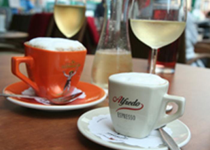 Bild von Kaffee und Wein